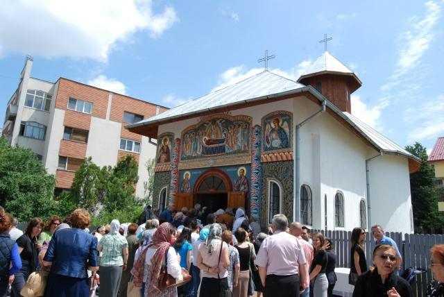 liturghii-arhiereasca-si-sfintirea-capelei-parohiale