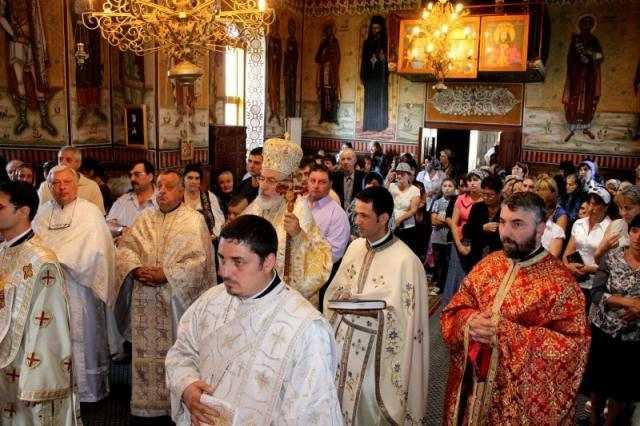 liturghie-arhiereasca-in-parohia-slatina