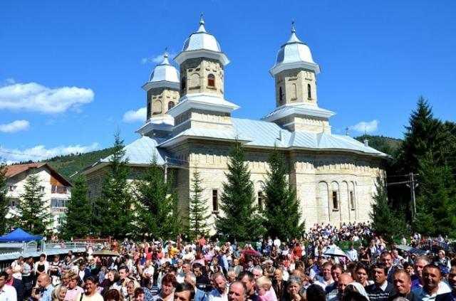 catedrala-muntilor-din-pipirig-resfintita-de