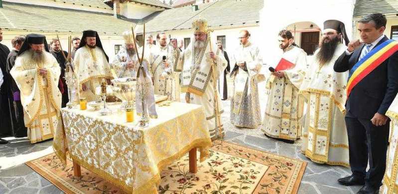 biserica-veche-a-manastirii-sinaia-a