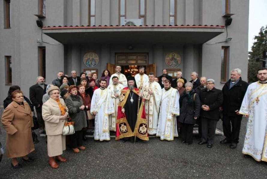 liturghie-arhiereasca-la-parohia-sfintii-apostoli