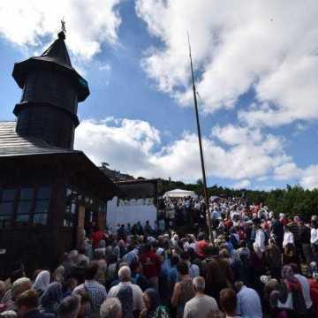pelerini-hram-manastirea-ceahlau-foto-tudorel-rusu_1