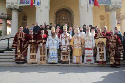 4-ierarhi-au-slujit-la-alba-iulia-credinciosii-s-au-rugat-sf-marturisitori-ardeleni-si-sf-ier-nicolae