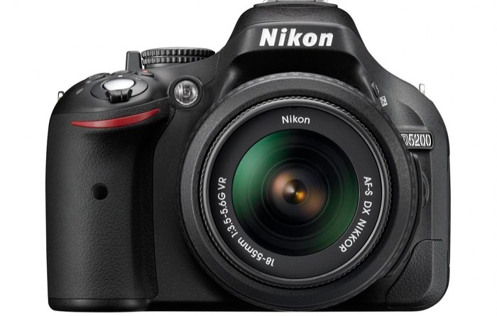 Nikon D5200_BK_18_55_front
