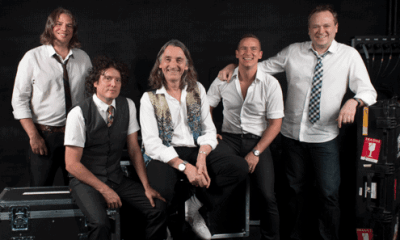 Roger Hodgson and his band. From left-to-right: David J. Carpenter (bass, backing vocals), Bryan Head (drums), Roger Hodgson (grand piano, keyboards, 12-string guitar, lead vocals), Aaron Macdonald (saxophones, keyboards, harmonica, melodica, backing vocals), and Kevin Adamson (keyboards, backing vocals).