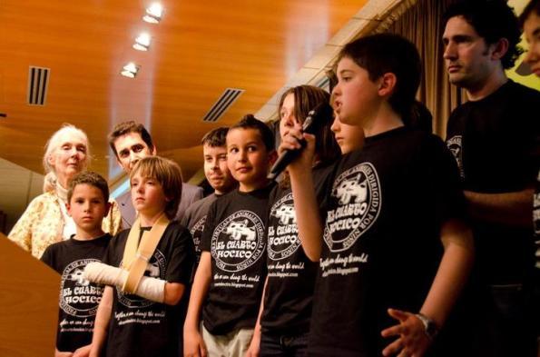 """Dirigentes da """"El Cuarto Hocico"""" com Jane Goodall.fonte: """"Infância sem Violência"""""""