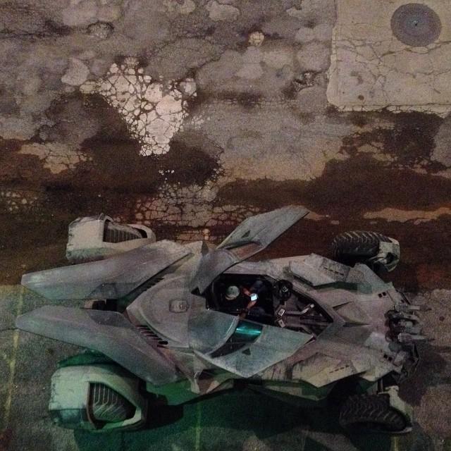BATMAN v SUPERMAN: nova foto oficial do Batmóvel. P.Q.P! 10691624_631454673639114_1488082178_n