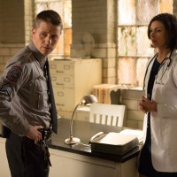 Dr. Leslie Thompkins meets Jim Gordon in new 'Gotham' clip (video)