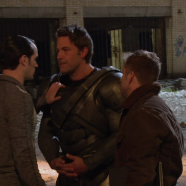 New scenes revealed in 'Batman v Superman' behind-the-scenes footage