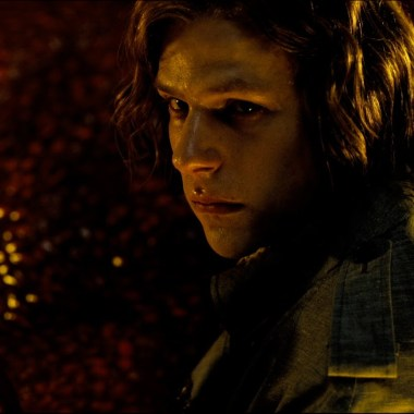 'Batman v Superman' deleted scene features Lex Luthor and an alien (video)