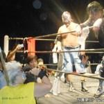 大仁田からの「電流爆破のリングに上がってみませんか?」に応えるダンプ
