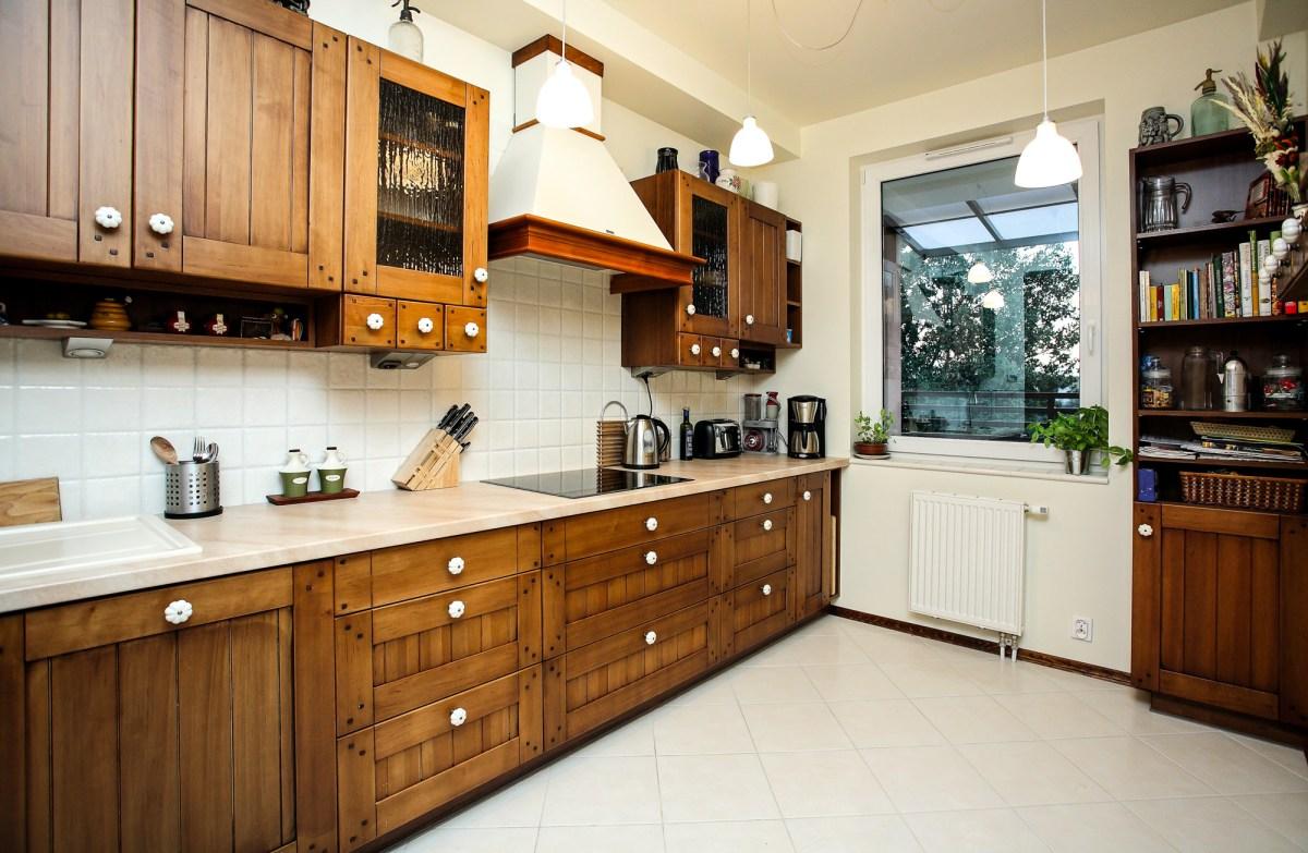 Kuchnia klasyczna – średni brąz, drewno