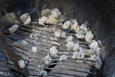 Grillis nach 4 Stunden - deutlich mehr Asche als bei der Greek Fire!