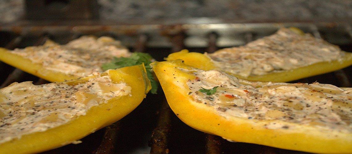 gegrilde paprika's van de grill cheesy bijgerecht