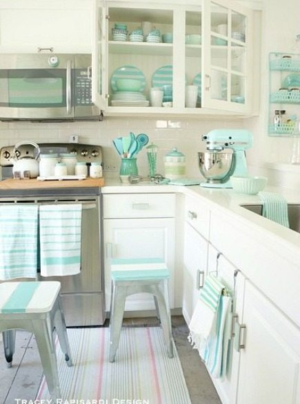 Heavenly beach cottage in pastel by tracey rapisardi for Beach house kitchen ideas