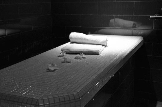 Exp rience sensitive au spa dans le noir la beaut selon une parisie - Massage dans le noir ...