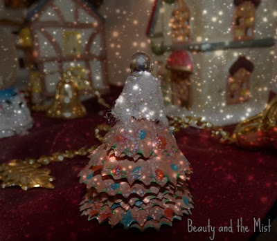 DIY: Christmas tree with...pencil shavings