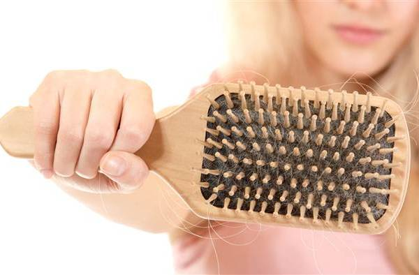 thin-hair-brush-stock-150513-tease2_dbe1bba21eb6af9c4c406bf3b86cca30.today-inline-large