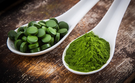 spirulina-in-tablet-and-powder-form
