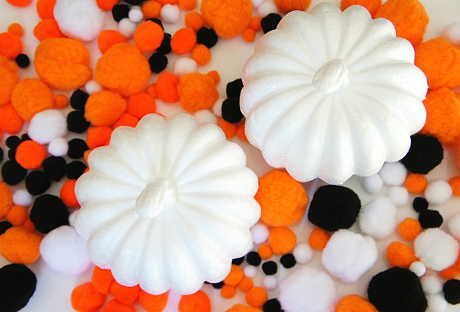 Easy Pom Pom pumpkin decorating crafts for tots and kids