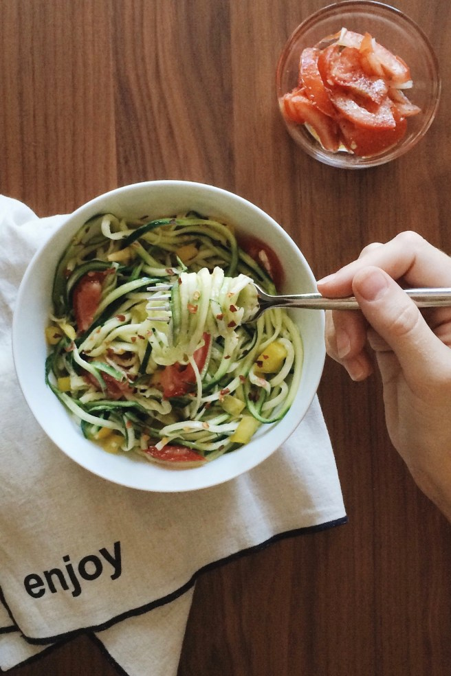 Zucchini Noodle Salad with bell peppers and marinated tomatoes | This recipe is healthy, vegan, raw, and a great alternative to traditional pasta salad.