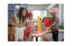 دانييلا رحمة مع الأطفال في رحلة الشفاء