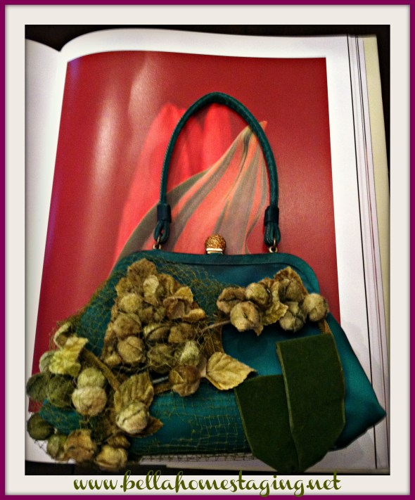 Green purse with red tulip and pink frame
