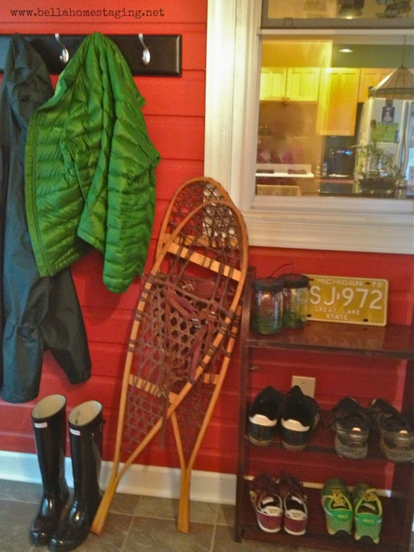 mud room with snow shoes