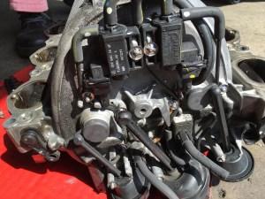 M272エンジン特有の故障で、インテークマニホールドのタンブルフラップ破損