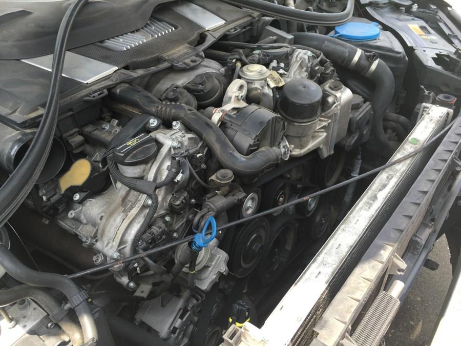 W221のラジエターからの冷却水漏れ交換