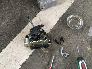 W215のシフトロック解除レバー交換