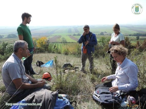 Pause zwischen der Arbeiten im Naturschutzgebiet Spitzerberg in Prellenkirchen | Foto: Berg-und-Naturwacht.org