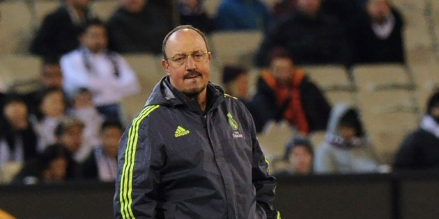 Real Madrid's coach Rafael Benitez watches during the International Champions Cup football match between Real Madrid and AS Roma in Melbourne on July 18, 2015. AFP PHOTO / Mal FAIRCLOUGH    -- IMAGE RESTRICTED TO EDITORIAL USE - STRICTLY NO COMMERCIAL USE---