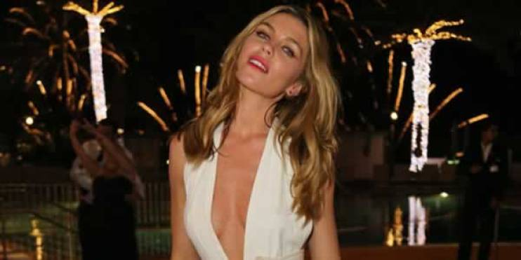 Abbey-Clancey-cleavage (1)