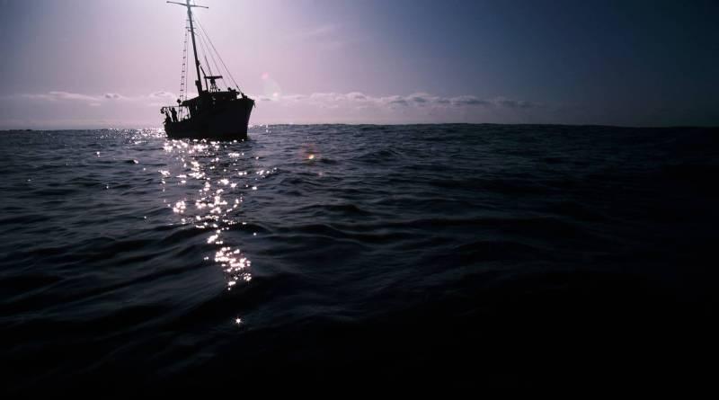 yahta_volny_okean_temnota_1920x1200