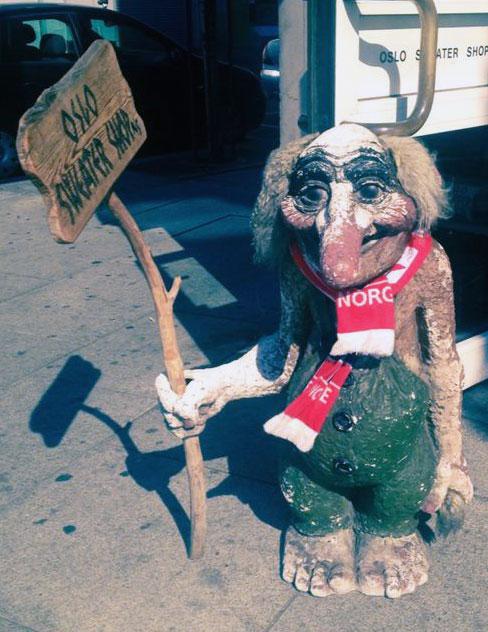 Troll-Figur vor Souvenirgeschäft in Oslo