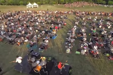 1000 Musiker aus Cesena covern Learn to Fly von den Foo Fighters