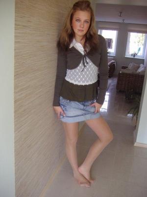 candid girls wearing pantyhose