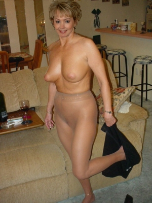 mature women dressed in pantyhose