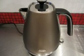DeLonghi Distinta 1.7L Kettle
