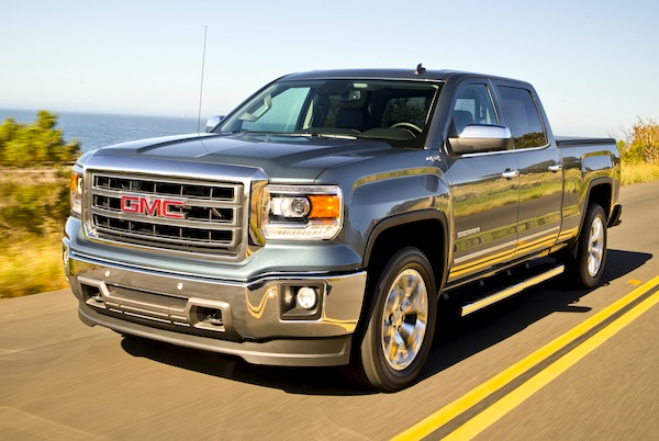 2014 GMC Sierra Dynamic front three quarter