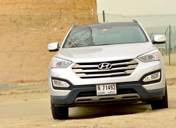 Hyundai Santa Fe Oman July 2013. Picture courtesy of drivemeonline.com