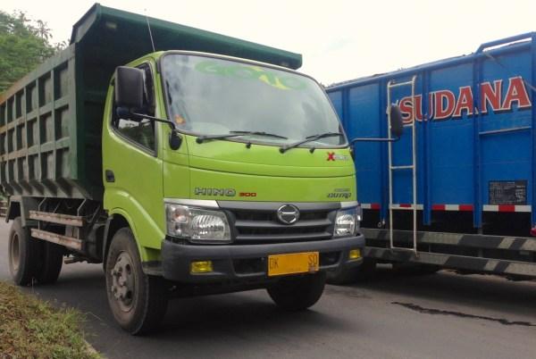 10. Hino Truck Bali June 2015