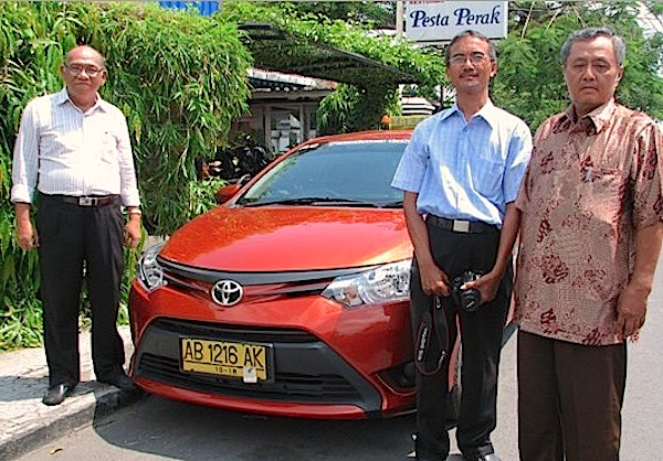 Toyota Limo Taxi Indonesia 2014. Picture courtesy pandawataksi