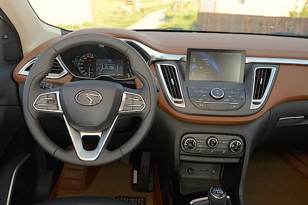 Soueast DX7 interior China August 2015. Picture courtesy chinaautoweb.com