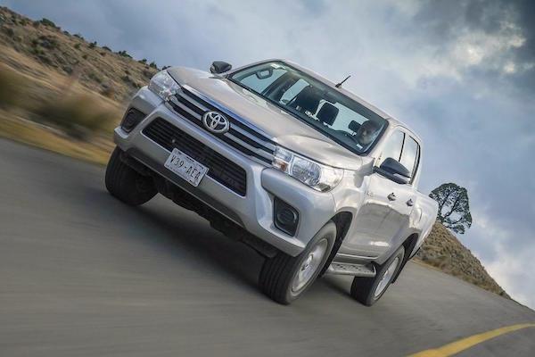 Toyota Hilux Argentina April 2016. Picture courtesy autocosmos.com.mx