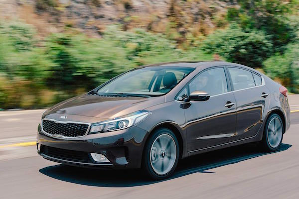 Kia Forte Mexico July 2016. Picture courtesy autocosmos.com