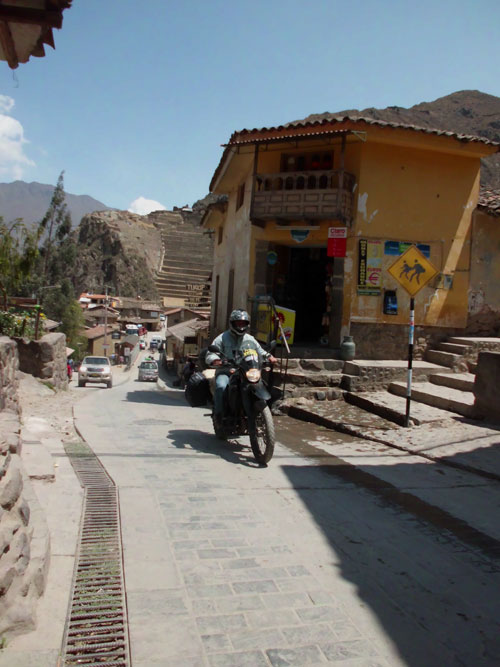 Motocando em Ollantaytambo