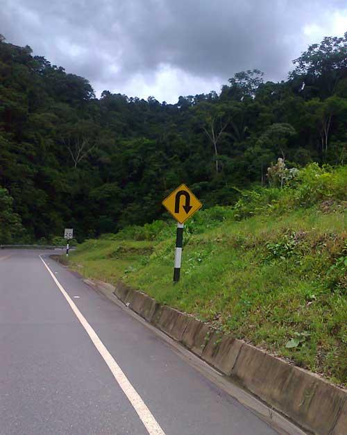 Serra de Santa Rosa, no Peru amazônico : lá vem curva !