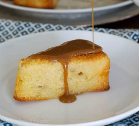pear-cake-with-caramel-sauce-pour